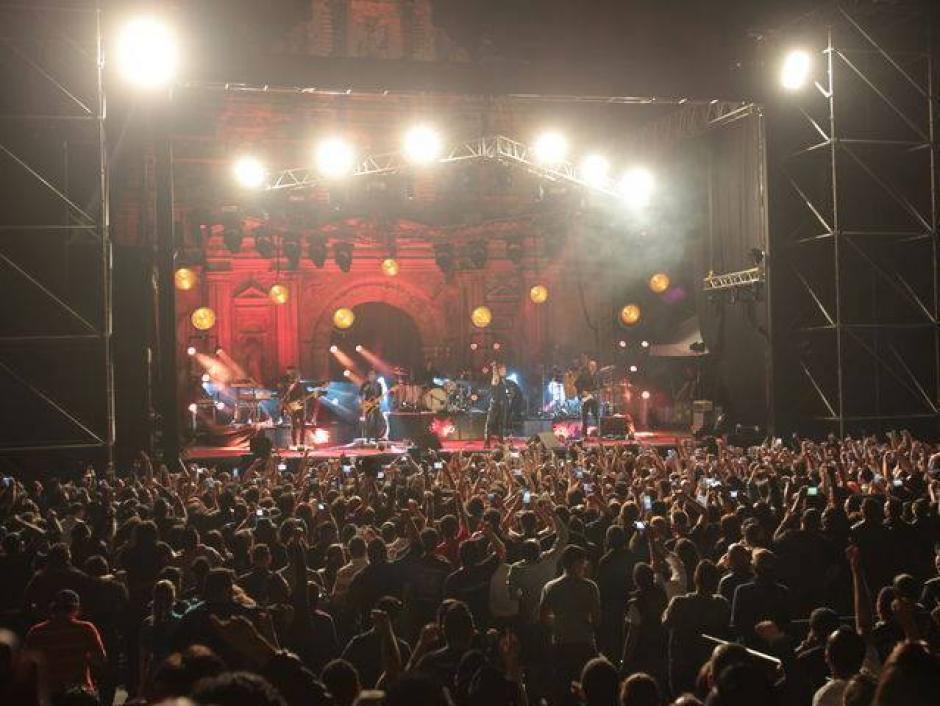 El público coreó uno a uno sus éxitos en Antigua Guatemala. (Foto: Facebook/Enrique Bunbury)