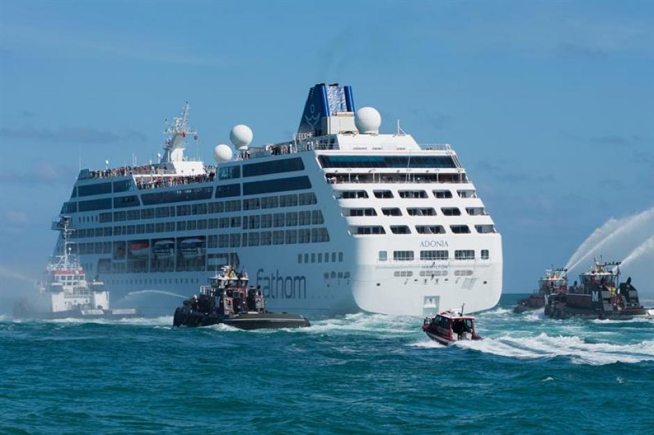 Tras una travesía de unas ocho horas el crucero llegó a La Habana. (Foto: EFE)
