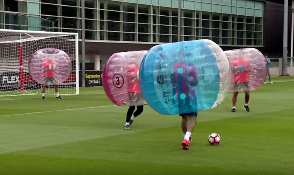Con balón y sin balón la práctica fue un desafío para los jugadores del Barsa. (Foto: FC Barcelona)