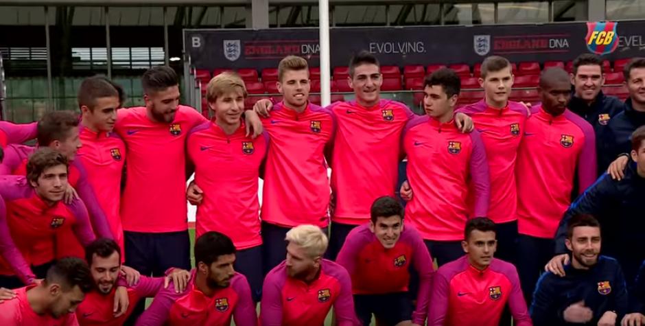 Al final la foto grupal donde sobresale Messi y Suárez entre otros. (Foto: FC Barcelona)