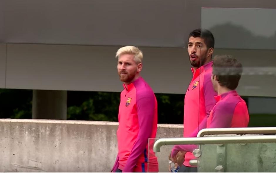 Suárez no pudo esconder su asombro al ver las burbujas inflables. (Foto: Captura de YouTube)