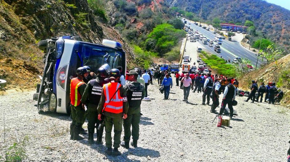 bus de huracan accidente en Venezuela foto