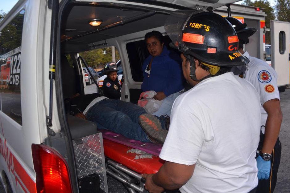 El bus se precipitó hacia un barranco en la aldea El Tablón. (Foto: Bomberos Voluntarios)