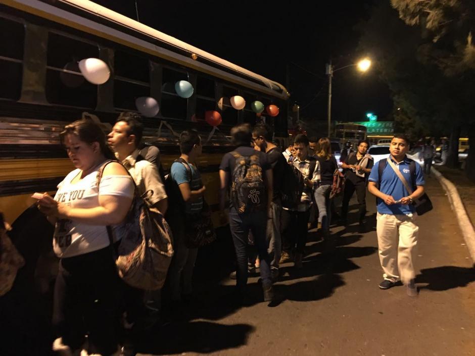 En algunos centros universitarios los buses serán para la jornada vespertina. (Foto: Fredy Hernández/Soy502)