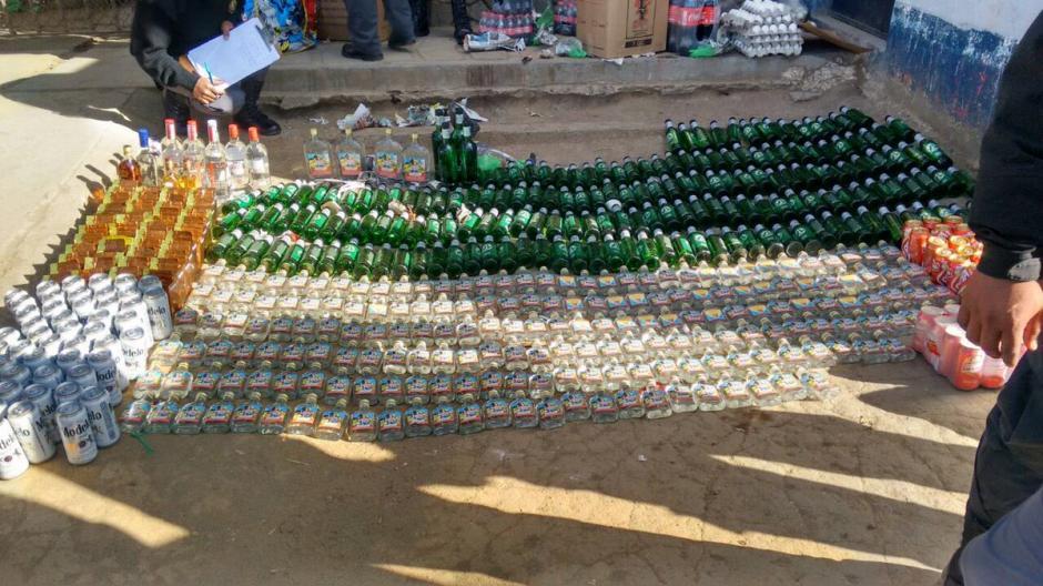 Estas son las botellas de licor que serían para el convivio de Fin de Año de los reos de Cantel. (Foto: Twitter)