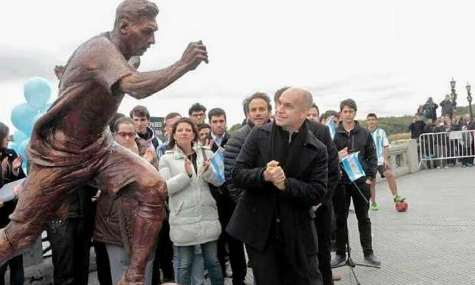 Las autoridades anuncian que tomarán medidas para proteger la estatua de Messi. (Foto: Twitter)