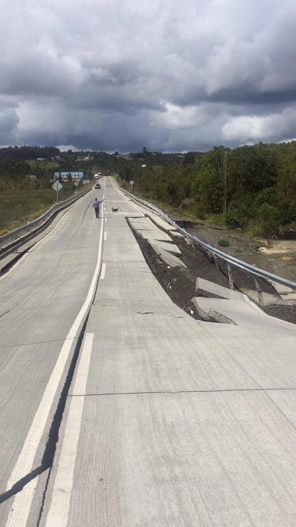 Inicialmente las autoridades lanzaron una alerta de tsunami que generó la evacuación de unas 4 mil personas. (Foto Twitter)