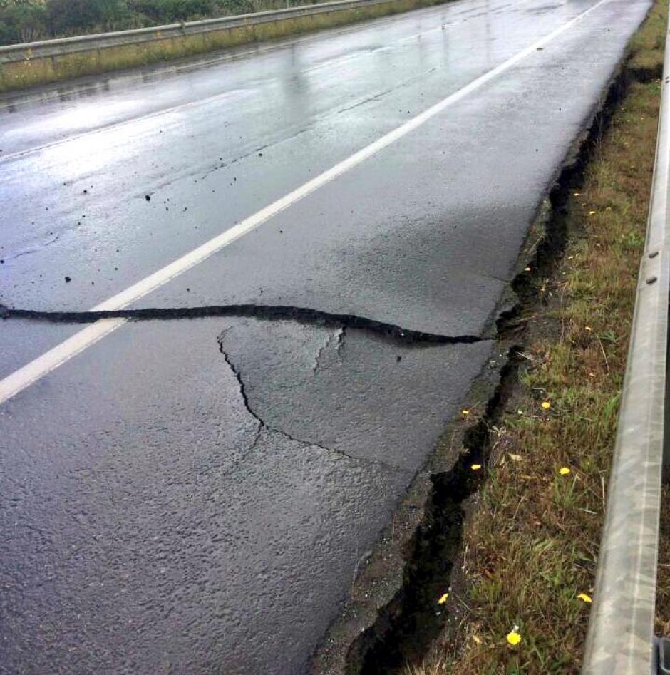 El suelo se quebró en varios puntos de chile. (Foto: Twitter)