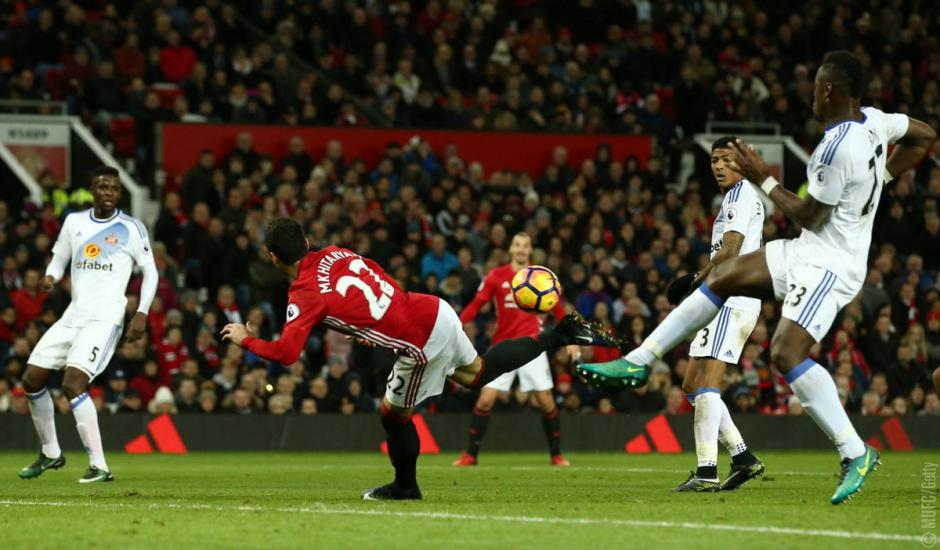 Desde todos los ángulos el golazo del jugador del Mánchester United. (Foto: Twitter)