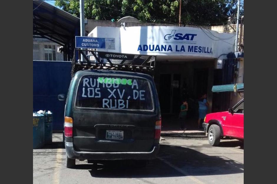 Esta fotografía está dando de qué hablar en las redes sociales y aseguran que fue tomada en la frontera de La Mesilla. (Foto: Twitter)