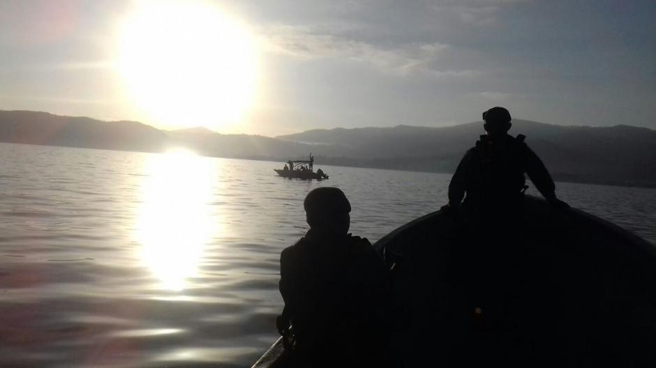 La Infantería de Marina del Ejército de Guatemala rescató una embarcación a la deriva. (Foto: Infantería de Marina)