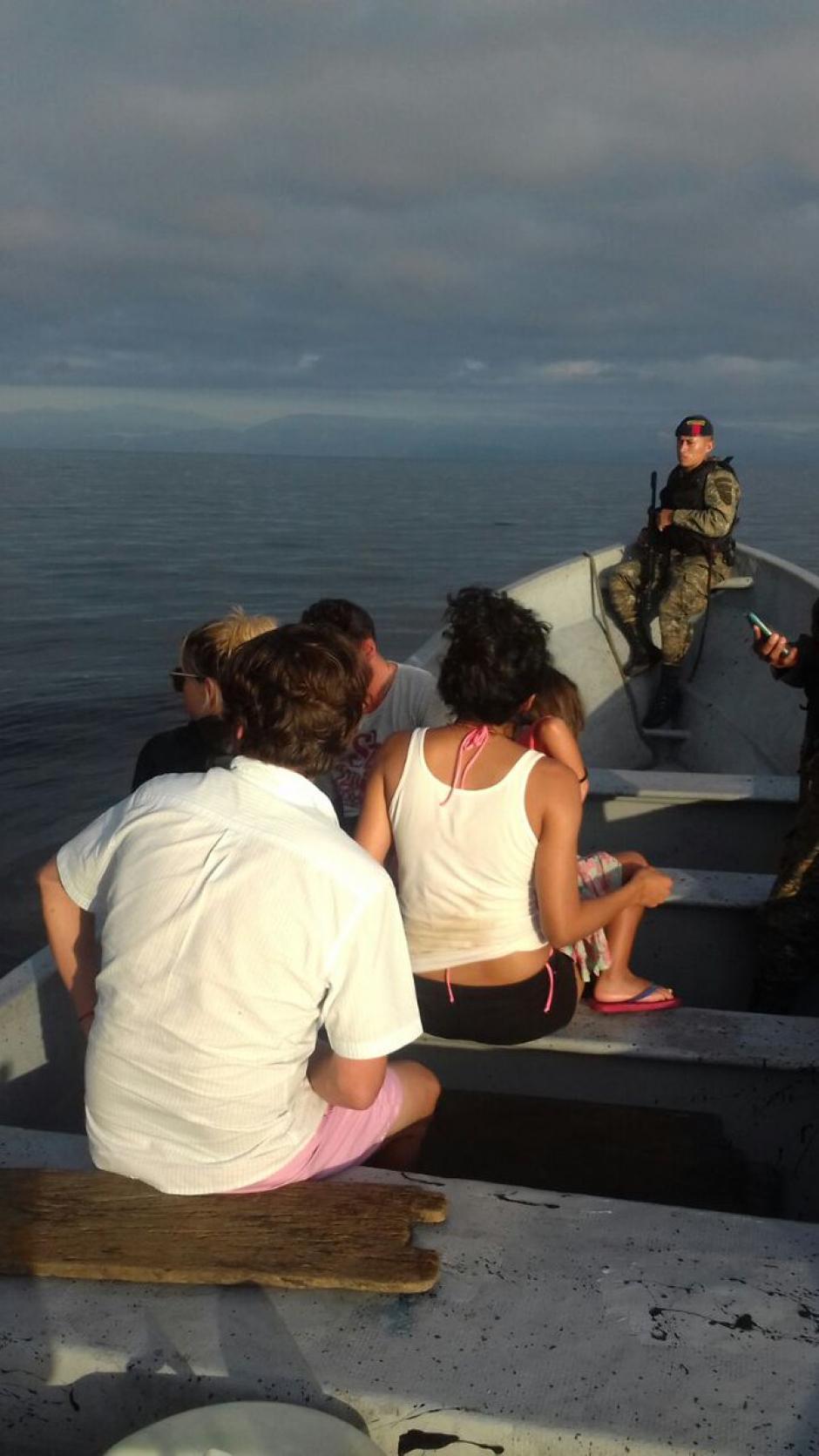 Fueron rescatadas cinco personas. (Foto: Infantería de Marina)
