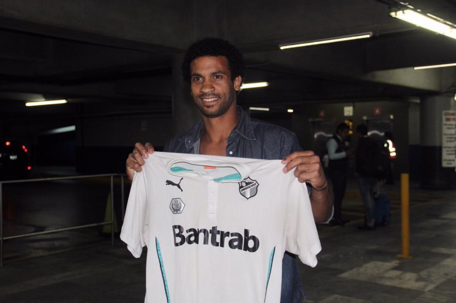Pablo Silva es delantero y espera ser la solución goleadora. (Foto: @CremasOficial)