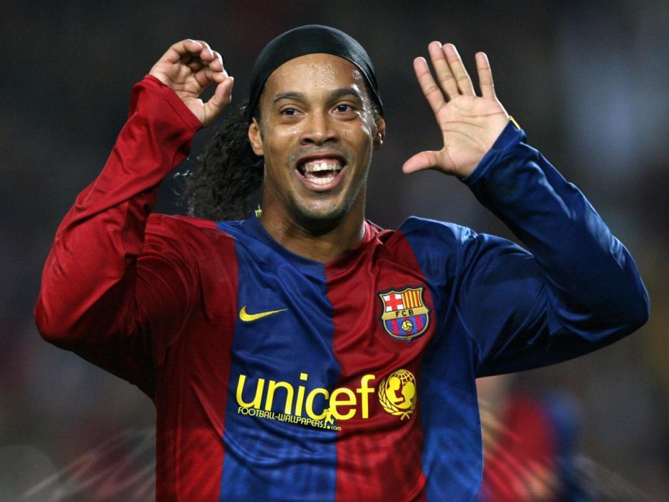 Ronaldinho es uno de lo ídolos del barcelonismo. (Foto: Twitter)