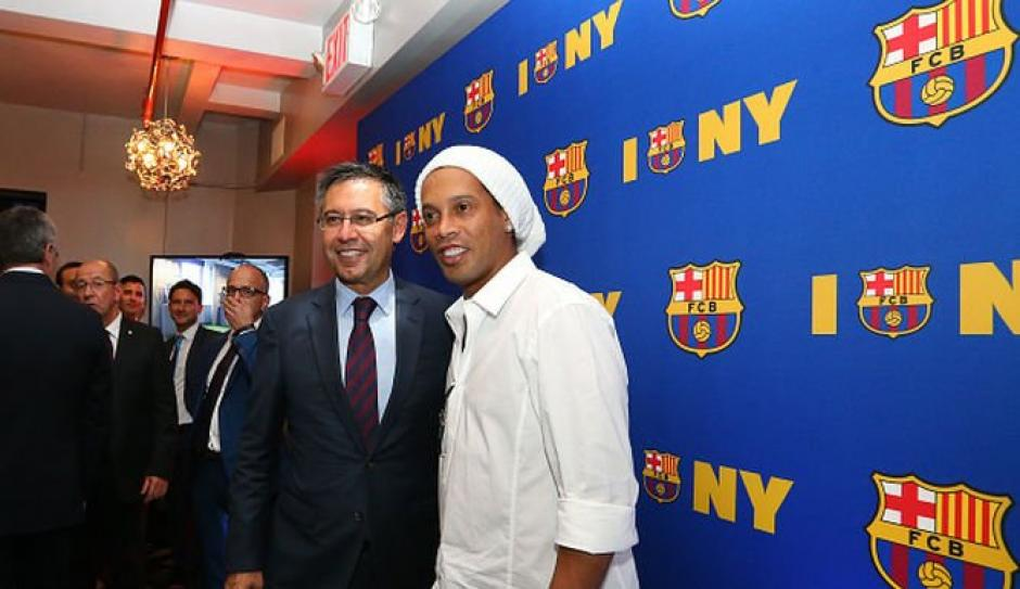 El presidente de Barça tiene claro que Dinho es un imán. (Foto: Twitter)