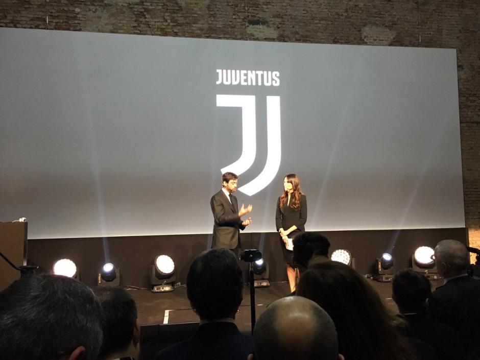 La Juventus presenta su nuevo uniforme y su nuevo logotipo. (Foto: Twitter/Juventus)