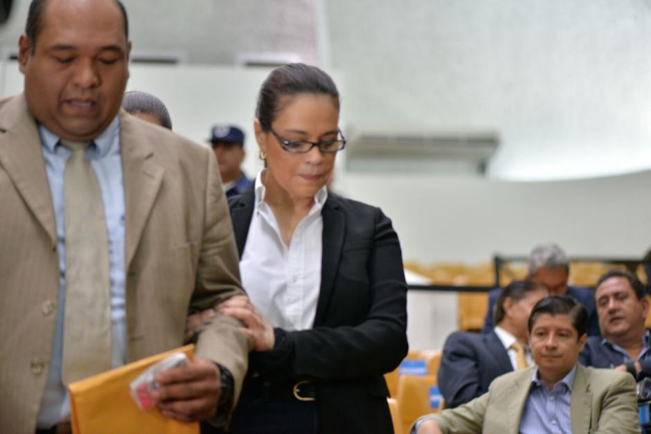 La exvicepresidenta Roxana Baldetti junto a su abogado Benjamín Estrada. (Foto: Wilder López/Soy502)
