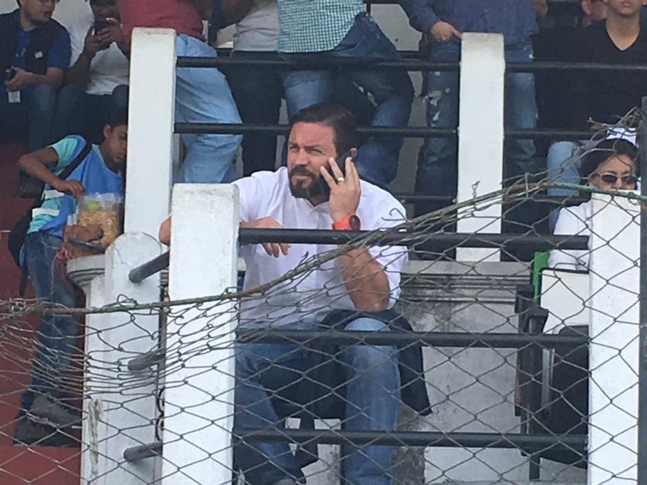 Rolando Fonseca llegó al estadio Pensativo luego de anunciar su intención de comprar al club Comunicaciones. (Foto: Fredy Hernández/Soy502)