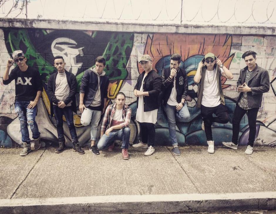 Estos jóvenes participan en un reality a través de Facebook para ser parte de una banda de música urbana. (Foto: C4)