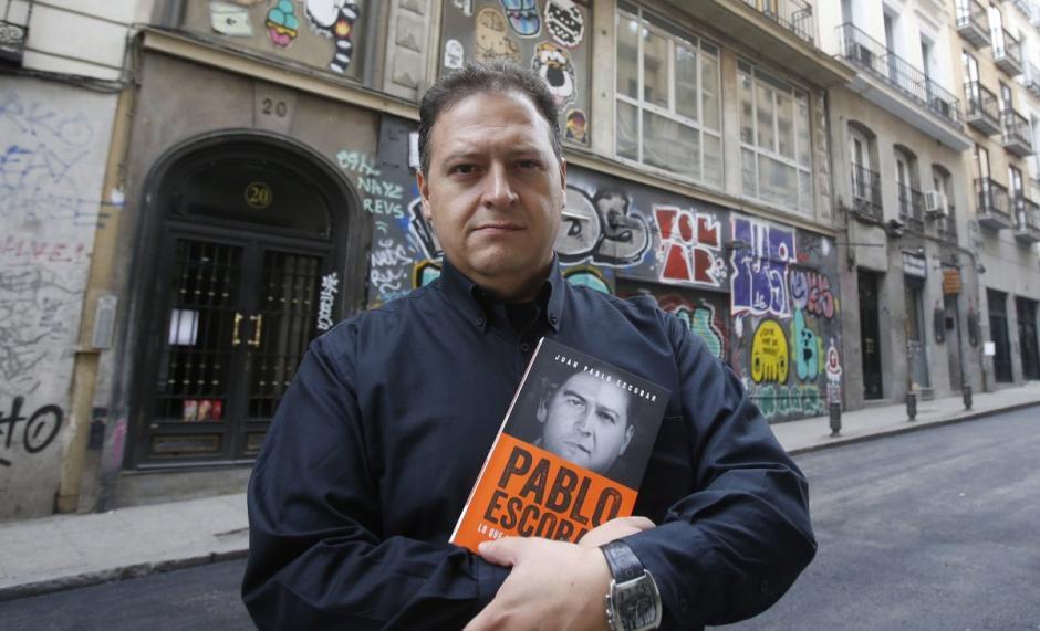 Sebastián promociona sus libros sobre el capo. (Foto: Twitter)