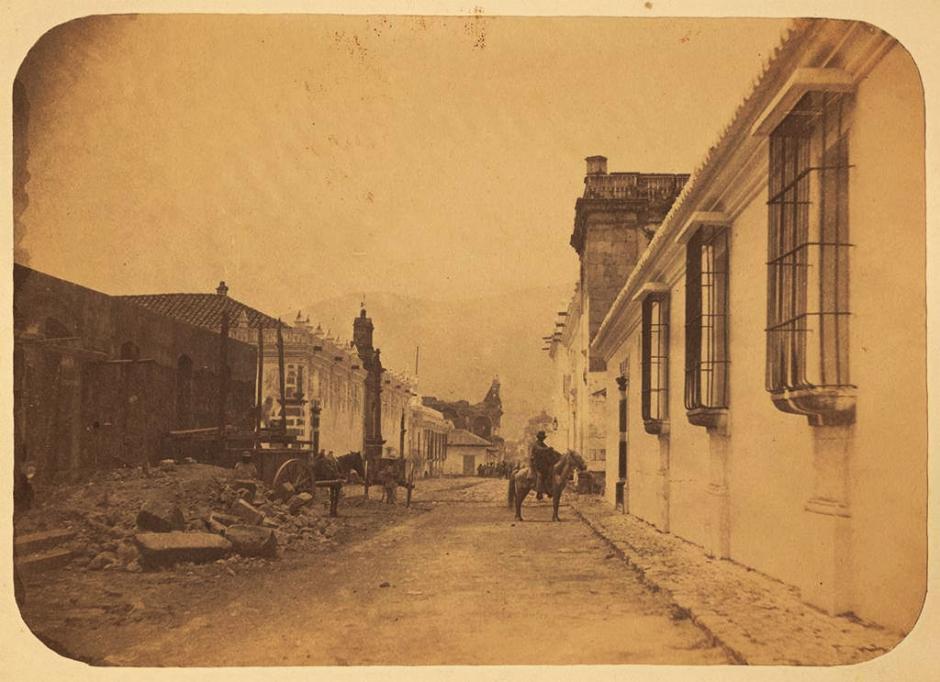 En siglos anteriores, los caballos fueron aliados en los trabajos duros y el transporte de las personas. (Foto: Fotos Antiguas de La Antigua Guatemala)