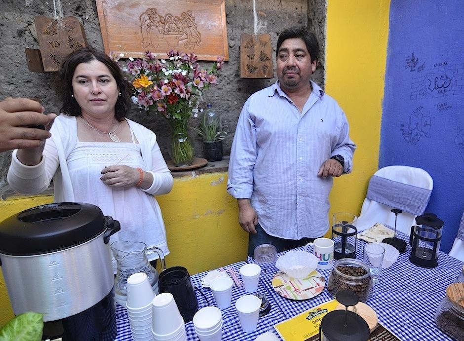 Rolando Gutiérrez y su esposa Marlen Morales desean promover las delicias del café de la finca El Injerto. (Foto: Selene Mejía/Soy502)