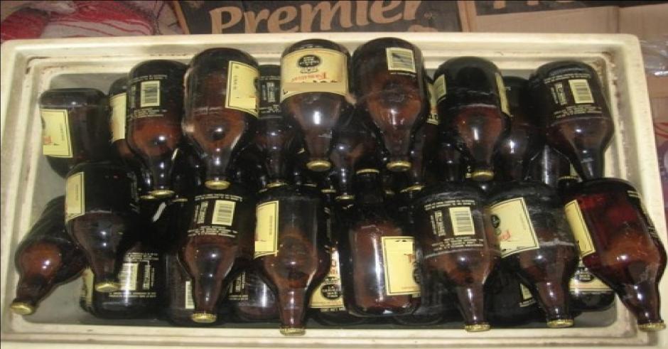"""Las """"caguamas"""" tienen casi el triple del tamaño de las botellas comunes. (Foto: debate.com.mx)"""