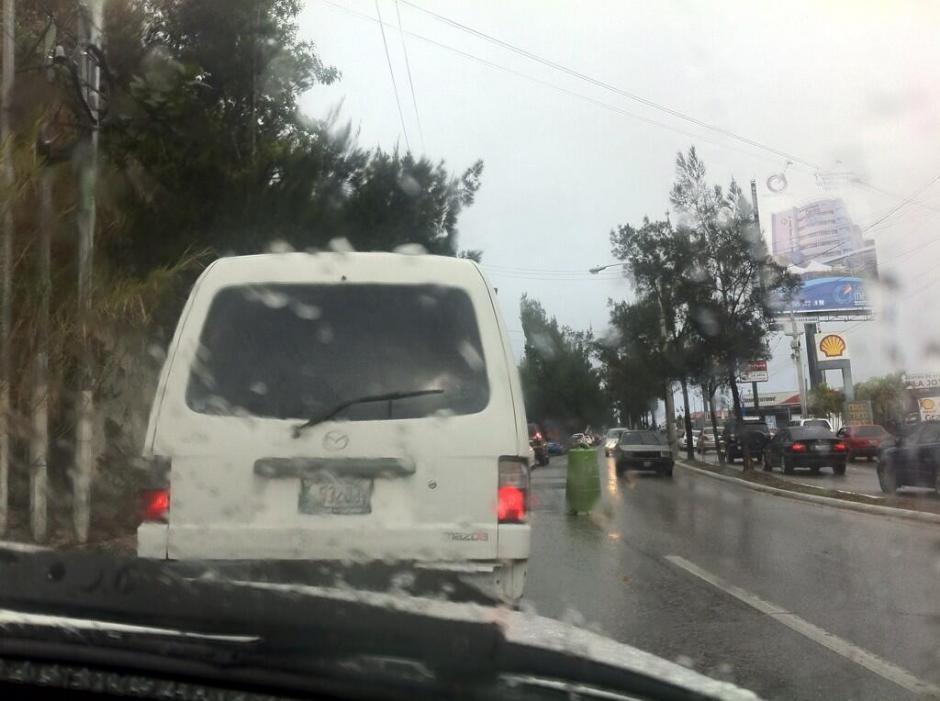 En la Calzada La Paz el tráfico fue intenso esta mañana.