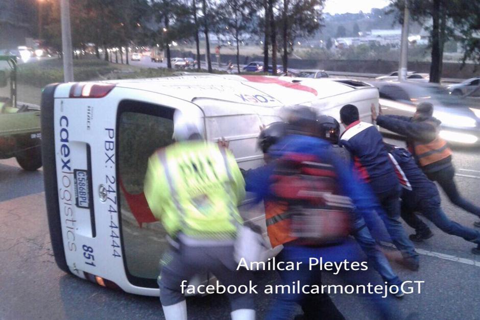 En la misma ruta se registraron dos incidentes y una panel volcada. (Foto: Amílcar Montejo/PMT)