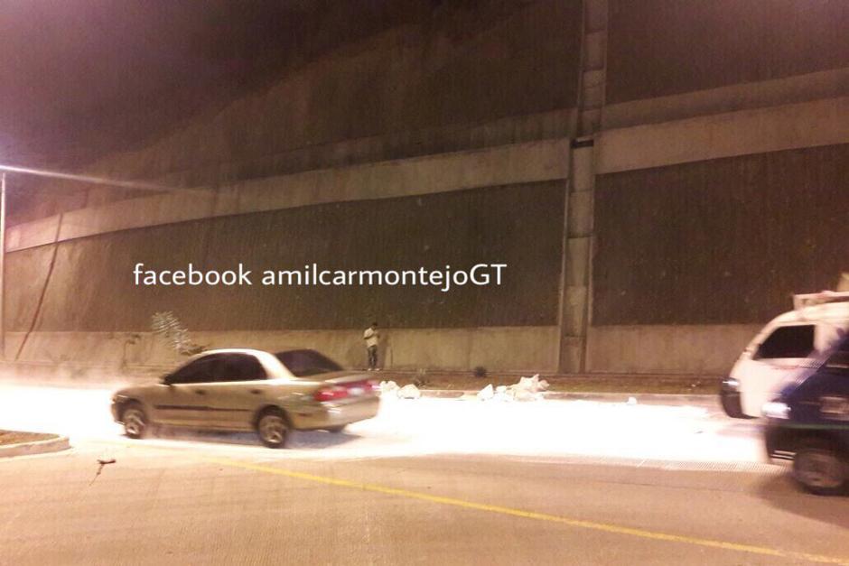 Según la PMT, el incidente se registró a las 4:30 de la mañana y aún no se ha retirado toda la cal. (Foto: Amílcar Montejo/PMT)