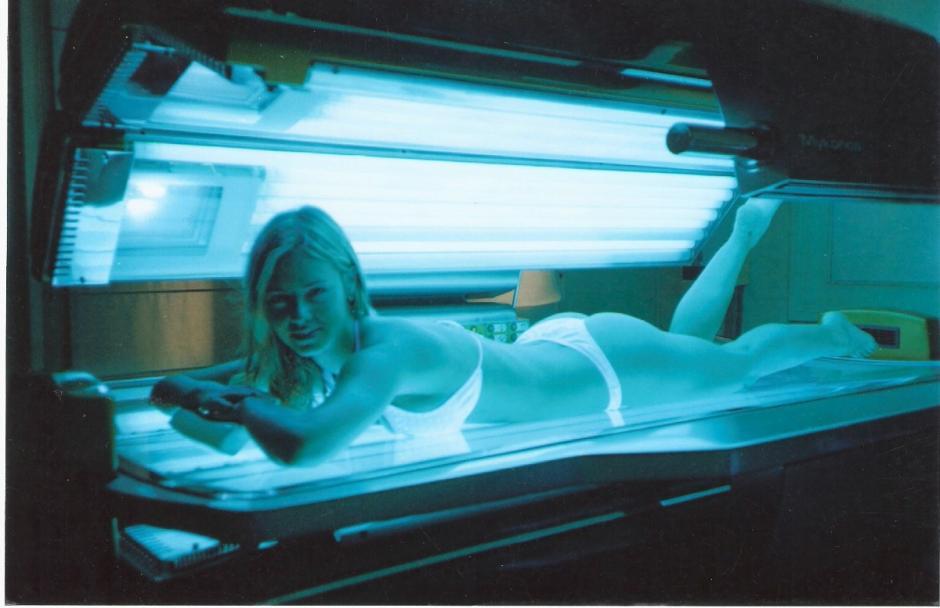 Las camas de bronceado emiten radiaciones ultravioleta que nos exponen directamente al cáncer de piel.(Foto: Google)