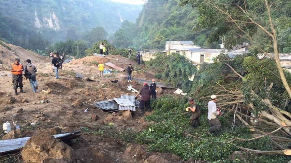 La zona del desastre: este es el deslave que sepultó al menos 60 viviendas en la Colonia El Cambray, Santa Catarina Pinula. (Foto: Jorge López/ Nuestro Diario)