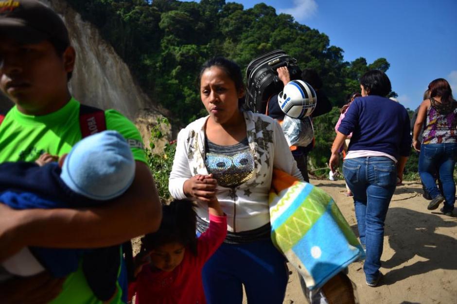 Otras familias en El Cambray II deciden retirarse del lugar para evitar más tragedias. (Foto: Jesús Alfonso/Soy502)