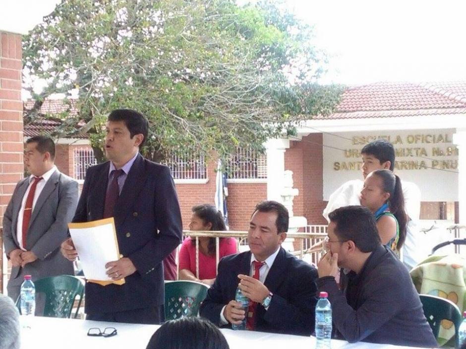 Las autoridades del Mides entregaron el primer aporte. (Foto: Mides)