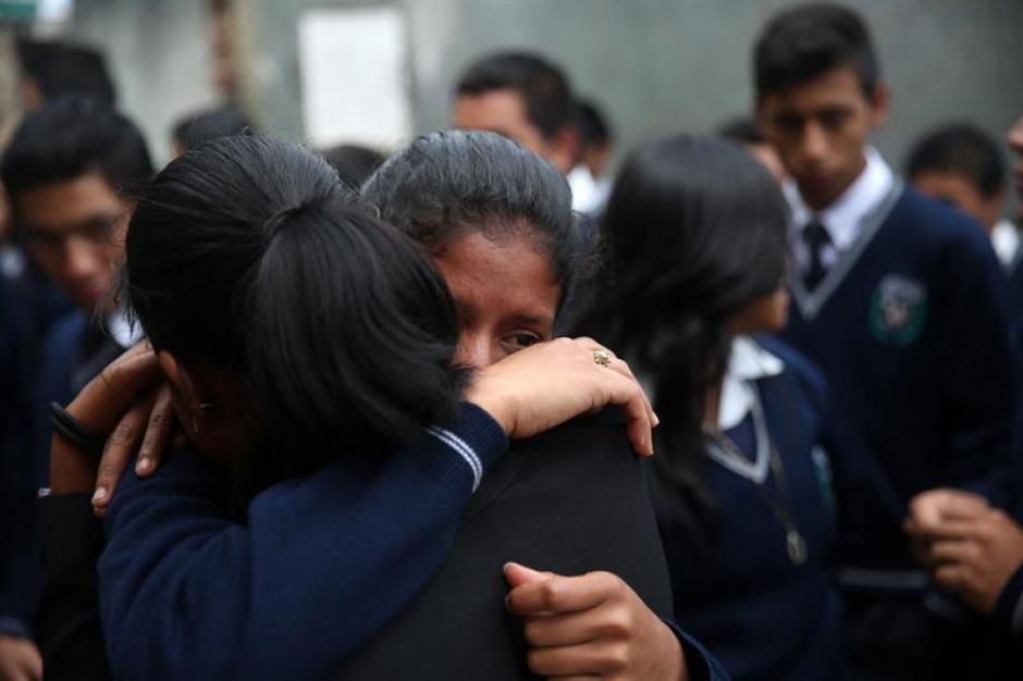 Familiares y amigos de las víctimas recordaron a sus seres queridos. (Foto: EFE)