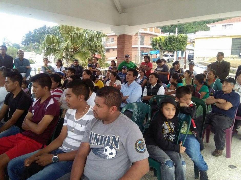 114 familias de El Cambray recibieron el primero de seis pagos del gobierno. (Foto: Mides)