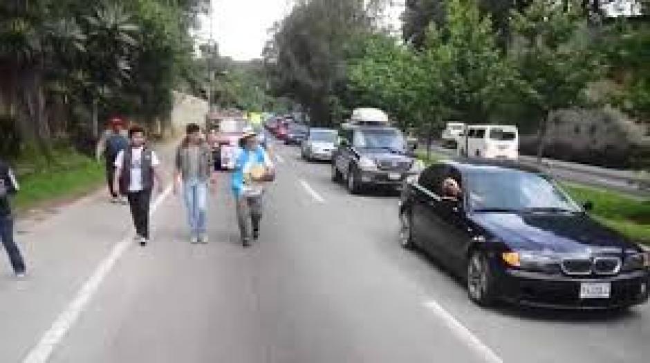 """Oswaldo Ochoa, conocido como """"El Caminante"""", llega a la Marcha por el Agua. (Foto: Jesús Alfonso/Soy502)"""