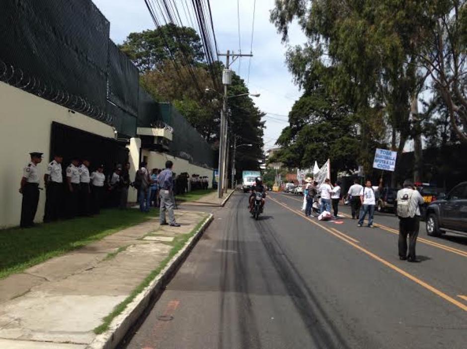 El grupo que acompaña a Oswaldo Ochoa pidió apoyo para las labores de la CICIG. (Foto: Fredy Hernández/Soy502)