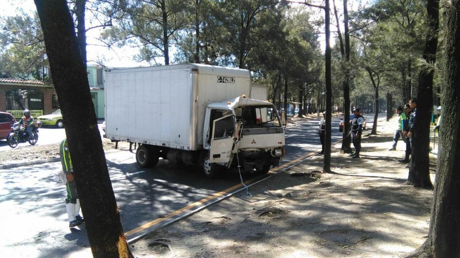 Un accidente complica la movilidad en el Anillo Periférico y 17 avenida en la zona 11. (Foto: Dalia Santos/Tránsito PNC)