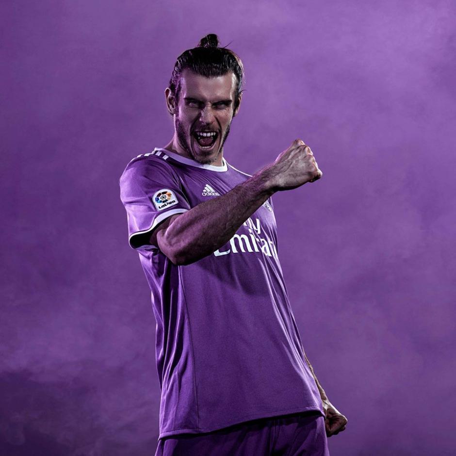 Gareth Bale posó con el nuevo uniforme alterno del equipo. (Foto: Facebook/Real Madrid)