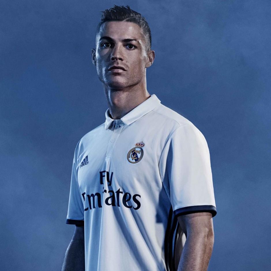 Cristiano Ronaldo también promocionó el nuevo uniforme de su equipo. (Foto: Marca)