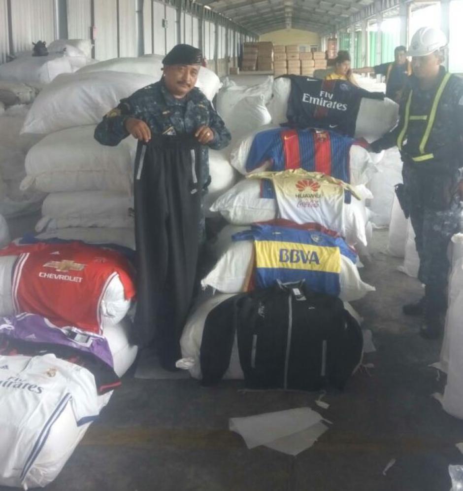 La mercadería está valorada en 1 millón 300 mil quetzales.  (Foto: PNC)