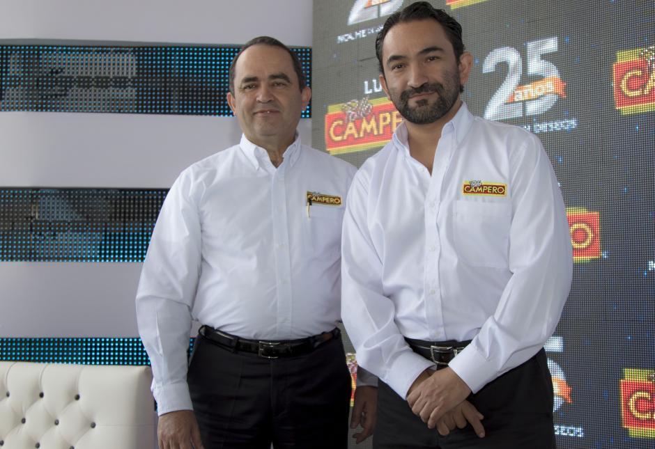 Álvaro Morales, presidente ejecutivo y Rodrido Del Cid, gerente de mercadeo, explicaron los pormenores del evento de luces del próximo 13 de diciembre. (Foto: Eddie Lara/Soy502)