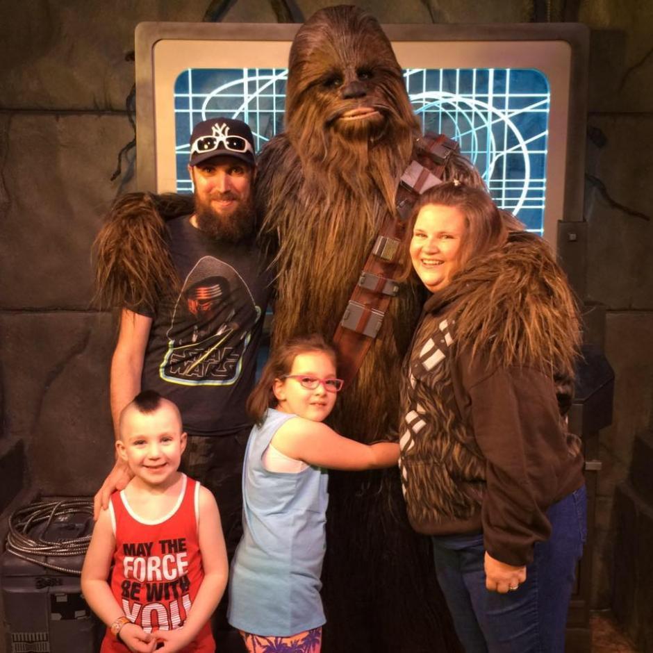 Candace Payne junto a su familia. (Foto: Candace Payne/Facebook)
