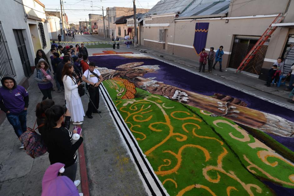 Así se veía la alfombra en la Escuela de Artes Plásticas. (Foto: Wilder López/Soy502)