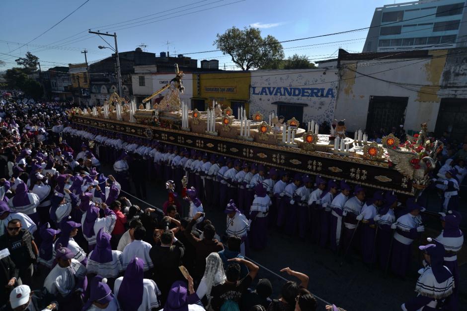 Las andas retornarán al templo de Candelaria pasada la media noche. (Foto: Wilder López/Soy502)