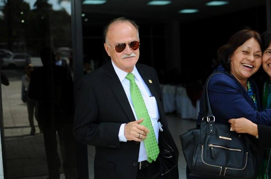 Ricardo Alvarado Sandoval, otro de los candidatos, acudió a emitir su voto. (Foto: Alejandro Balan/Soy502)
