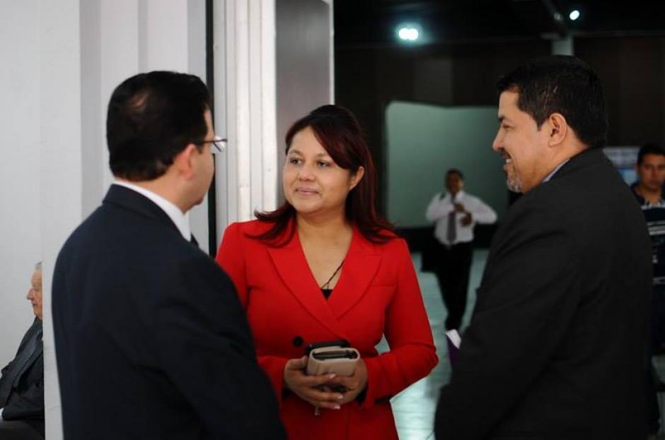 La exministra de Gobernación, Eunice Mendizábal, también asistió al Parque de Industria donde se desarrolla la votación.