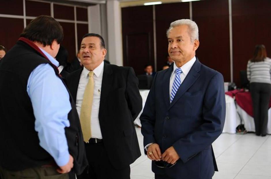 Héctor Hugo Pérez Aguilera, también candidato a magistrado titular, también se presentó a votar. (Foto: Alejandro Balan/Soy502)