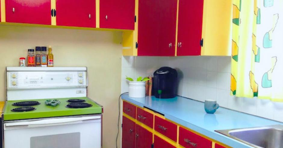 Una pareja de Canadá remodelo su cocina para que se parezca a la de Los Simpson. (Imagen: YouTube)